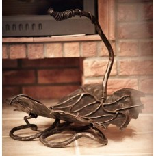 A firewood rack - A grape leaf (KK/10)