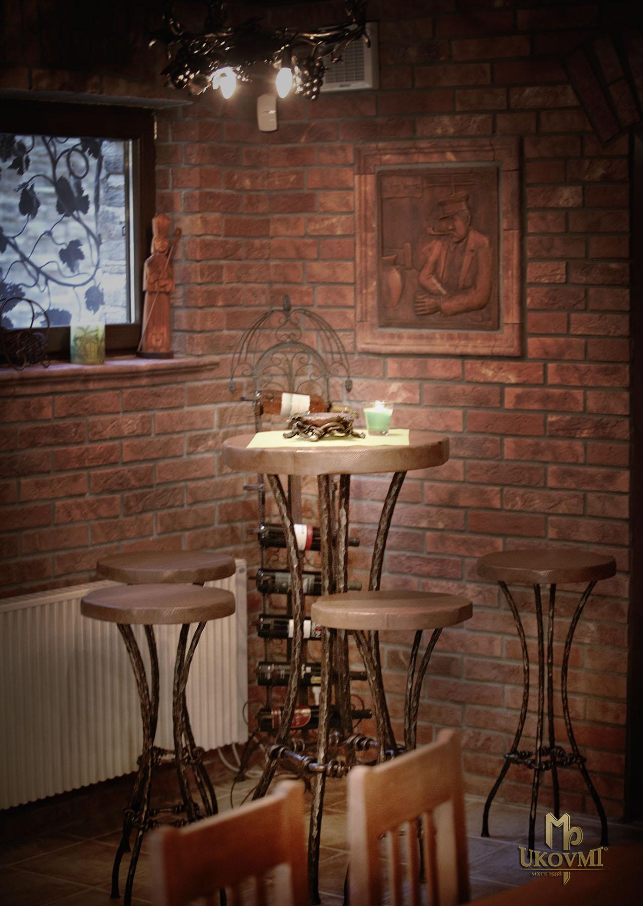 d66ddbc1756b ... Kovaný barový stôl - kovaný nábytok (NBK-102)