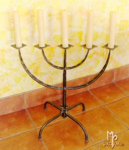 A wrought iron five-armed candelabra (SV/0)