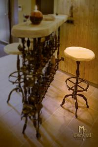 A wrought iron bar stool - luxury furniture (NBK-116)